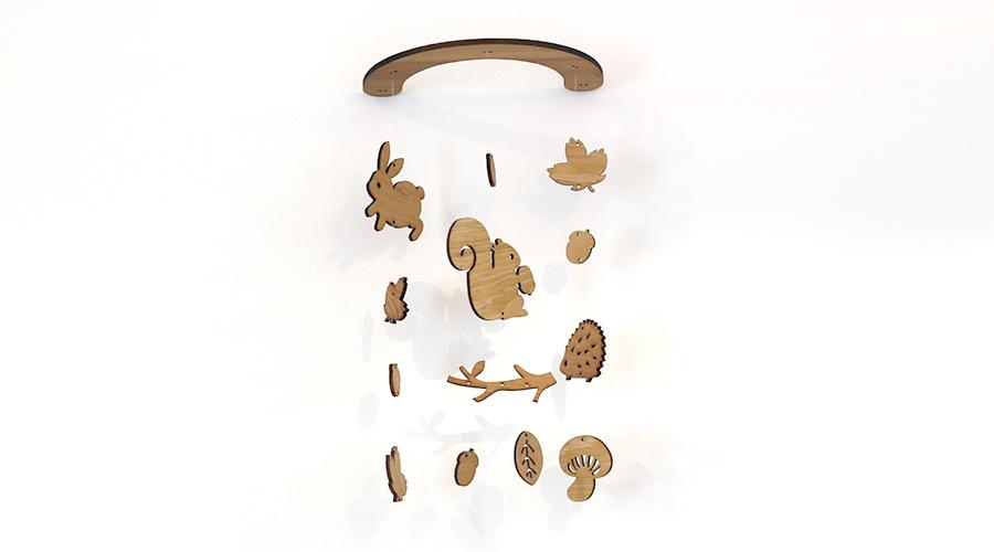 壁にかけられる木製モビール(どんぐり森のなかまたち)