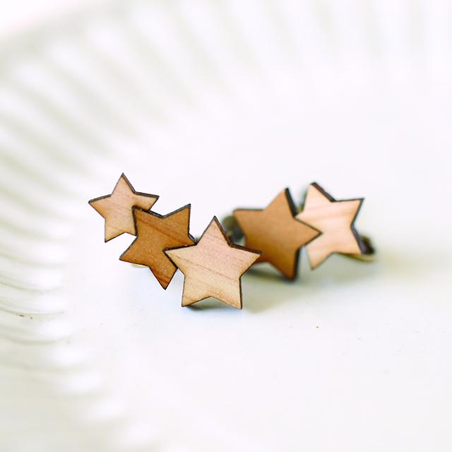 木のアシメントリー星イヤリング
