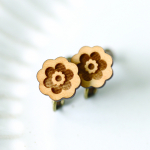 木のレトロ花柄イヤリング