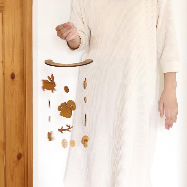 壁にかけられる木のモビール(どんぐり森のなかまたち)サイズ参考