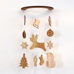 壁にかけられる木のモビール(ホワイトクリスマス)