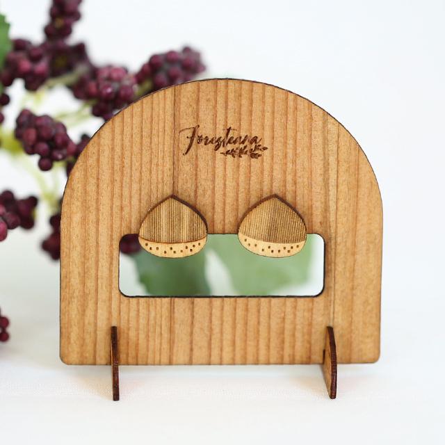 栗の木製ピアスディスプレイスタンド