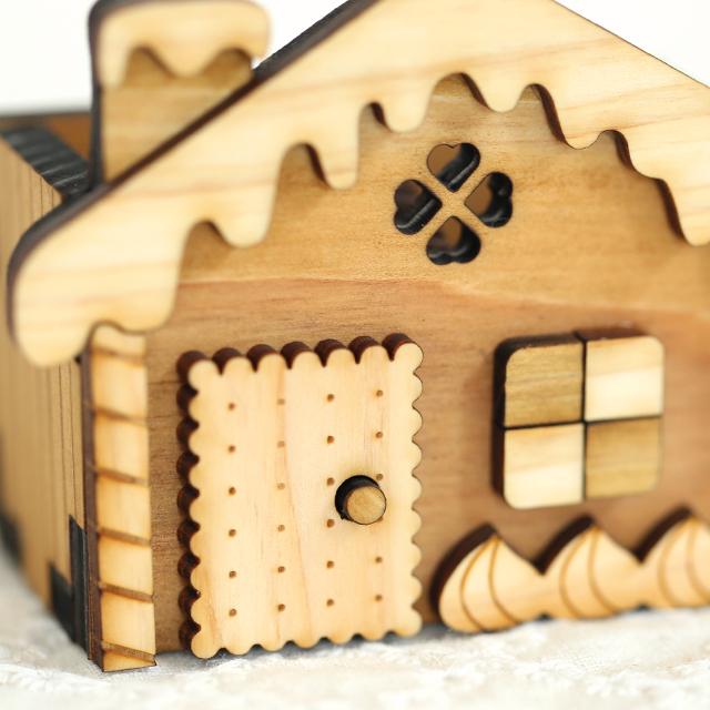 お菓子の家の木製ハンコスタンド アップ