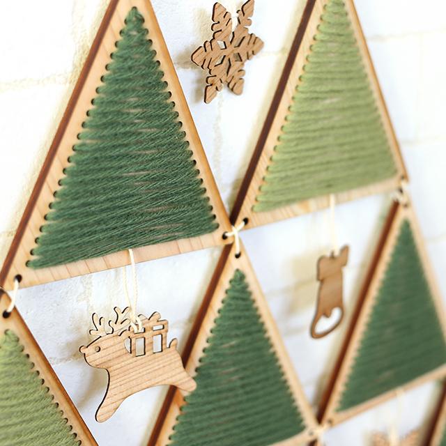 ヒノキのクリスマスタペストリーツリーキット トナカイアップ