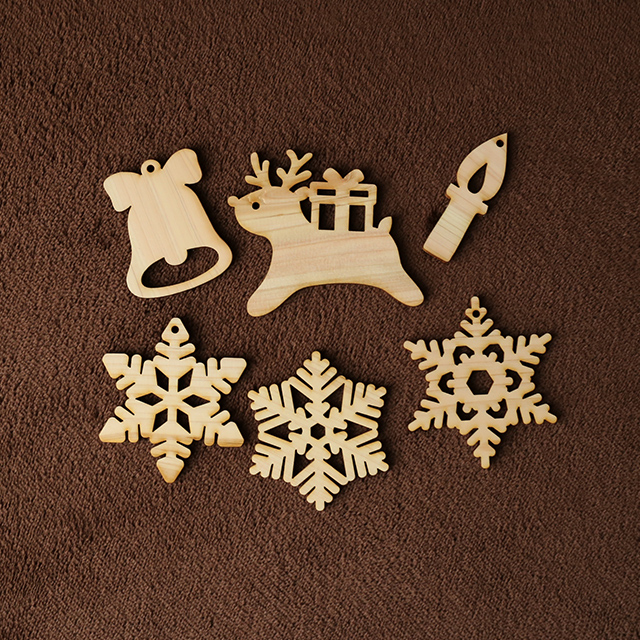 トナカイの木製クリスマスオーナメント6種類