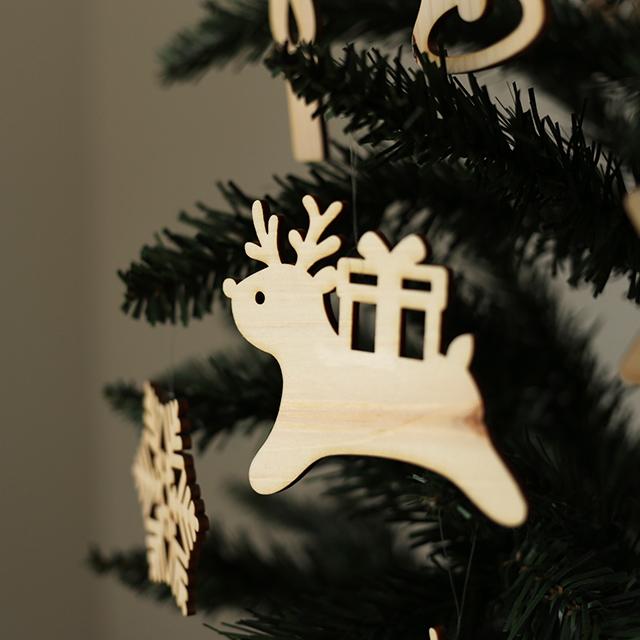 トナカイがかわいい木製クリスマスオーナメント