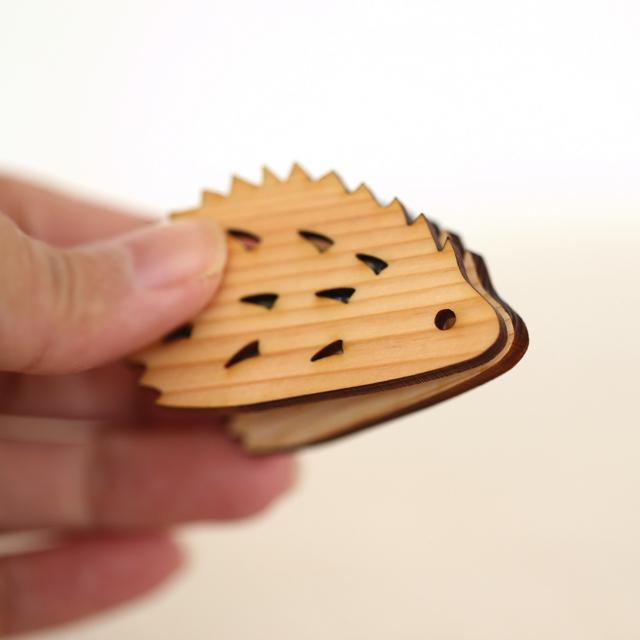 ハリネズミの木製クリップ