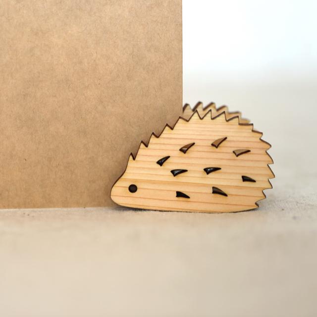 ハリネズミの木製メモクリップ