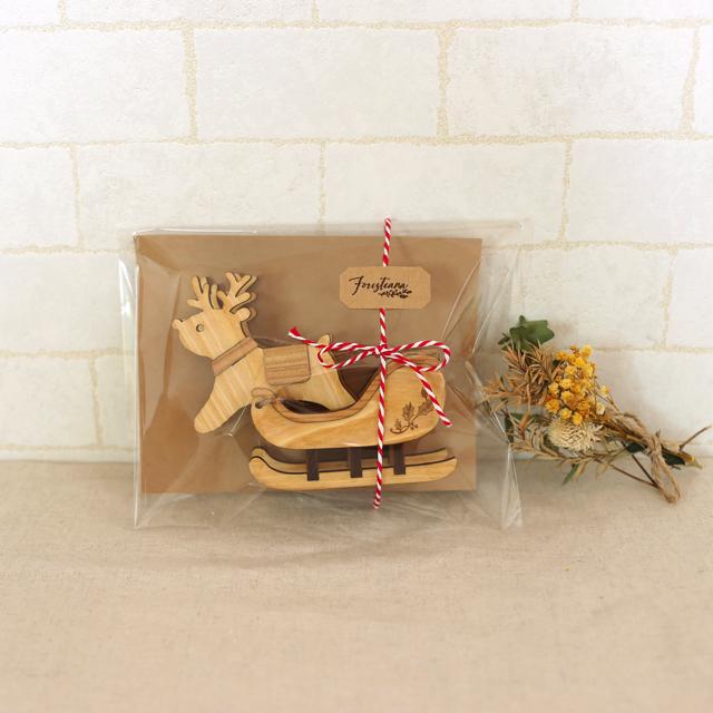 クリスマスラッピング 木製のトナカイとソリの置物