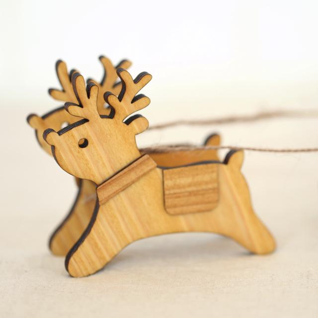 木製のトナカイの置物