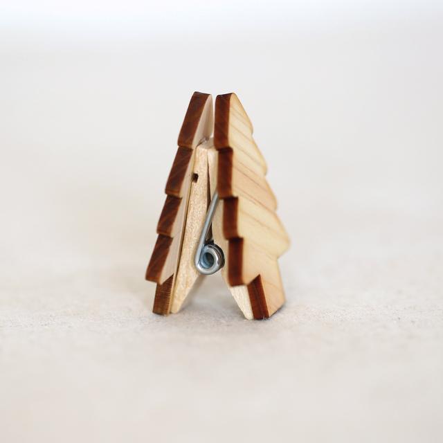 もみの木の木製クリップ