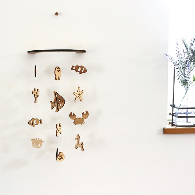 壁にかけられる木製モビール(サンゴ礁と海の生き物)正面全体
